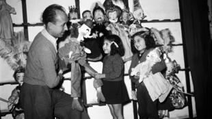 Un spectacle du théâtre des marionnettes du Luxembourg en 1944.