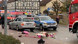 Um carro se joga contra uma multidão na Alemanha em pleno desfile de Carnaval.24/02/2020
