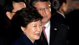Cựu tổng thống Hàn Quốc Park Geun-hye trở về nhà, Seoul, 12/03/2017.