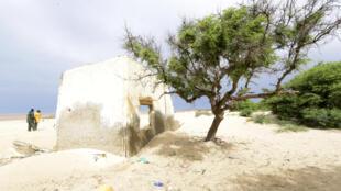 Consecuencia del cambio climático en Senegal: casas abandonadas por la subida del nivel del mar.