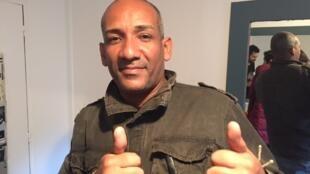 Edson Adriano dos Santos é diretor de percussão da Banda Querô.