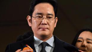 Ông Lee Jae-yong lúc đến trả lời thẩm vấn, tại Seoul, Hàn Quốc, ngày 13/02/2017.