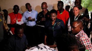 Cécile Kyenge, la chef de la mission d'observation de l'Union européenne observe le dépouillement à Bamako, le 29 juillet 2018.