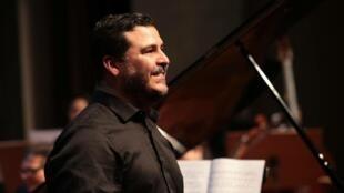 O pianista cuibano Pedro Henrique Calhao.