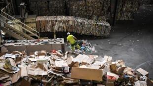 Les prix du papier-carton recyclé ont perdu 50% en un an.