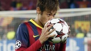 Neymar marca pela primeira vez na Liga dos Campeões em goleia sobre o Celtic, nesta quarta-feira.