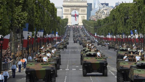 A polícia anunciou a detenção de um homem de 23 anos que havia ameaçado matar o presidente francês Emmanuel Macron durante o tradicional desfile de 14 de julho. Foto de ilustração