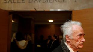 Pierre Le Guennec deixa o tribunal em Aix-en-Provence, no sudeste da França.