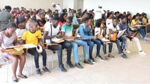 Exames de acesso à Universidade Agostinho Neto