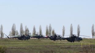 Trực thăng quân sự của Nga được nhìn thấy trong khu vực bên ngoài làng Severny ở Belgorod, sát với biên giới Nga-Ukraina, ngày 25/04/2014