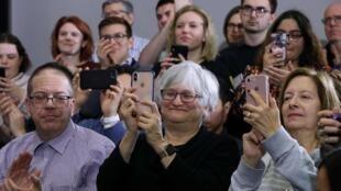 رأیدهندگان به نامزدهای حزب دموکرات هنور تصمیم نگرفتهاند به کدامیک از نامزدان این حزب رأی بدهند.