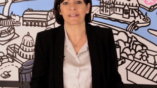 Anne Hidalgo speaking in English in a video appeal to foreigners to vote in local elections on Sunday.