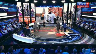 Маттео Сальвини в футболке с Путиным. Кадр из программы «60 минут» телеканала Россия-1