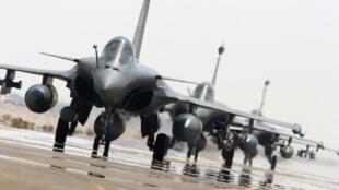 Французские истребители «Рафаль» перед очередным налетом на позиции террористов в Сирии