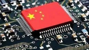 圖為中國網絡關於中國應有自製芯片核心技術配圖