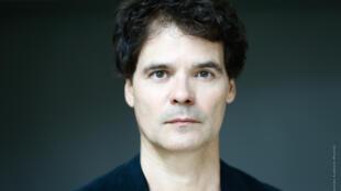 O ator, dançarino e cantor brasileiro Antonio Interlandi.