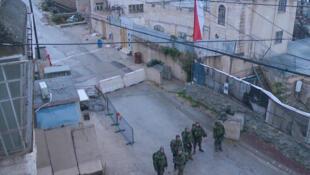 Checkpoint «Gilbert» à Hébron, à proximité duquel Ramzi al-Qasrawi et Abdel Fatah Al-Sharif, deux présumés assaillants palestiniens ont été tués par l'armée israélienne le 24 mars 2016.
