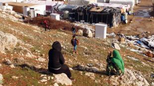 Des réfugiés syriens, dans un camp situé dans la vallée de la Bekaa au Liban, le 26 janvier 2016.