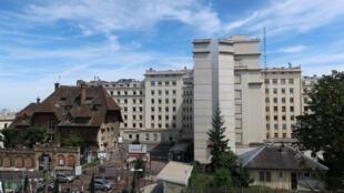 L'hôpital Foch à Suresnes où est désormais hospitalisé Djibril Bassolé.
