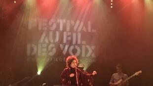 """Sara Tavares, em concerto em Paris a 13/2/2018 no Festival """"Au fil des voix""""."""
