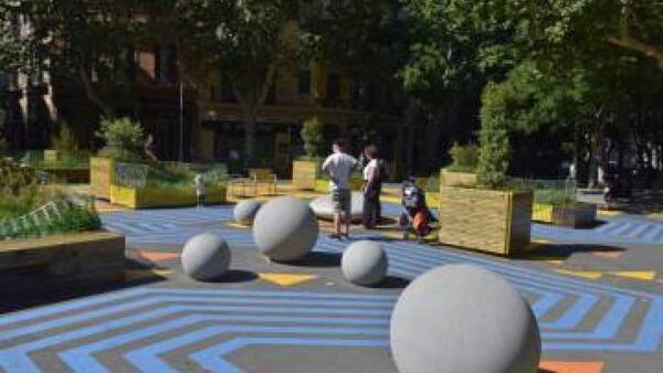 Espaço verde em Sant Antoni, Barcelona. A proposta de Ada Colau é de aumentar as praças e áreas verdes, sobretudo perto de escolas.