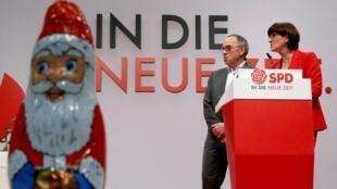 Norbert Walter-Borjans et Saskia Esken, ici lors du congrès du SPD le 6 décembre 2019, sont les nouveaux leaders du SPD.