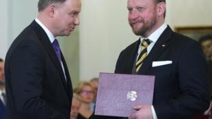 Le président de la République Andrzej Duda (g.) et le ministre de la Santé Lukasz Szumowski.