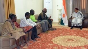 Shugaban kasar Jamhuriyar Nijar, Mahamadou Issoufou a lokacin da yake karbar bakuncin wasu baki