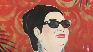 Oum Kalthoum, estrella de la canción egipcia de los años 50.