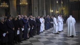 Траурная месса по жертвам парижских терактов в соборе Парижской Богоматери