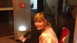 A curadora e mecenas brasileira, Sandra Hegedüs, nos estúdios da RFI.