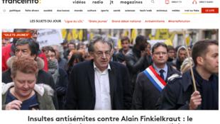 O site da FranceInfo mostra em sua manchete o filósofo Alain Finkielkraut na manifestação em que foi agredido ontem pelos coletes amarelos.