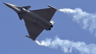 A Rafale fighter jet shows its potential to the Indian Air Force in Bangalore