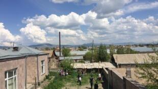Une cour de Gyumri, d'où est parti le mouvement de contestation.