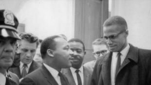 Martin Luther King et Malcolm X en attente d'une conférence de presse, le 26 mars 1964.