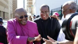 Desmond Tutu, Prémio Nobel da Paz, numa manifestação  na cidade sul-africana do Cabo.