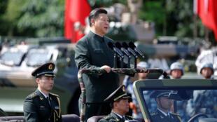 习近平在香港阅兵式上,2016年6月30号