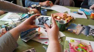 L'association Débrouille compagnie a pour but de sensibiliser le grand public à la réduction des déchets et à la réutilisation en proposant des activités manuelles et créatives.