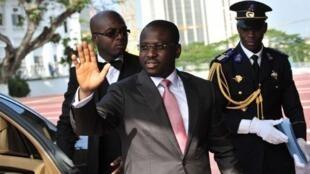 Le président de l'Assemblée nationale ivoirienne et ex-Premier ministre Guillaume Soro, devant le palais présidentiel à Abidjan, le 8 mars 2012.