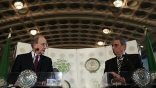 Secretary-General of the Arab League Amr Moussa (R) and US Middle East Envoy George Mitchell in Cairo