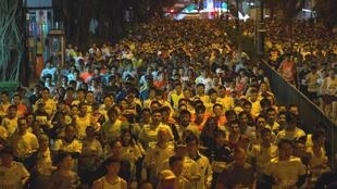 Hàng chục nghìn người tham gia cuộc chạy Marathon tại Hồng Kông ngày 16/2/2014.