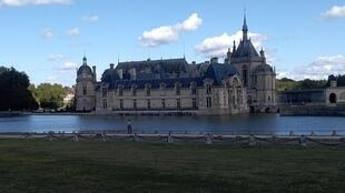 The Chantilly castle is located 50 km north of Paris.