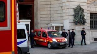Quatre policiers ont été tués le 3 octobre 2019 dans une attaque au couteau par un homme travaillant à la préfecture de police de Paris.
