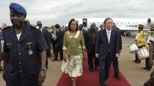 La presidenta interina de República Centroafricana, Catherine Samba-Panza, acoge al secretario general de la ONU, Ban Ki-moon, el pasado 5 de abril en Bangui.