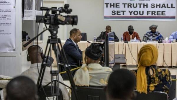 Le n° 2 du régime de junte militaire de Yahya Jammeh, Edward Singhateh, durant son témoignage devant la Commission Vérité, Réconciliation et Réparations