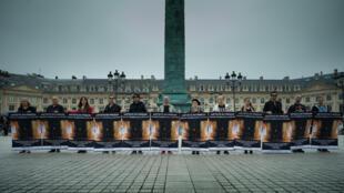 Акция в поддержку Петра Павленского на Вандомской площади в Париже 11 июня 2018 года