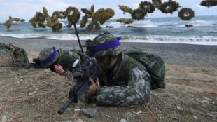 Thủy quân lục chiến Hàn Quốc và Mỹ tập trận tại Pohang năm 2017. Ảnh tư liệu