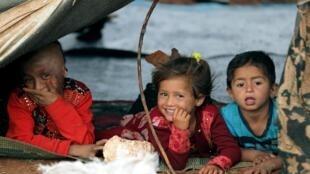 Crianças sírias em um campo de refugiados no norte da província de Idlib.