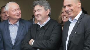 Em primeiro plano o grego Yanis Varoufakis, o francês Jean Luc Mélenchon e o alemão Oskar Lafontaine, personalidades do Forum das esquerdas radicais reunidas a 25 de janeiro em Paris.