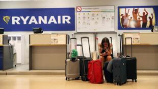 Ảnh minh họa : Quầy Ryanair ngày bãi công ở phi trường Adolfo Suarez Madrid Barajas, Madrid, Tây Ban Nha. Ảnh 25/07/2018.